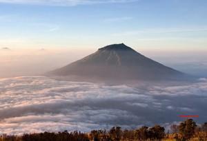 Kamu seorang Adventure atau Hiking ?? Berikut 7 Gunung Tertinggi di Indonesia Yang Bisa Kamu Taklukkan